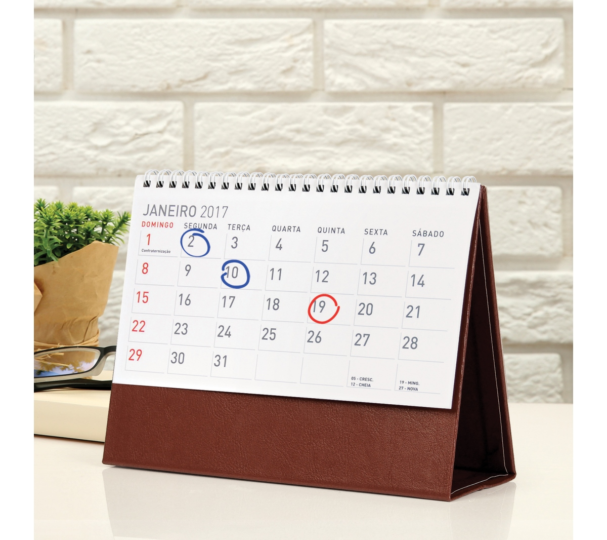 Brinde calend rio de mesa executivo flic brindes - Calendario de mesa ...